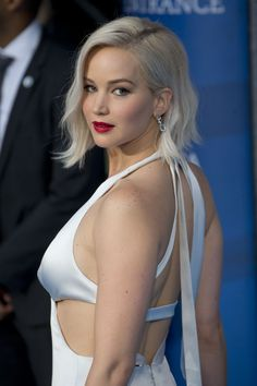Jennifer Lawrence's ahir looking perfect on a red carpet. (Photo: Getty Images)