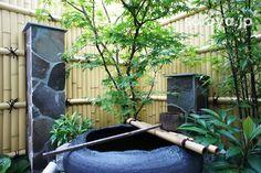 つくばい Japanese garden traditional style Japanese Garden Style, Japanese Bamboo, Japanese Gardens, Traditional Japanese House, Bamboo Garden, Garden Styles, Fountain, Garden Design, Solar
