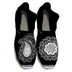 alpargatas pintadas - Buscar con Google Painted Vans, Hand Painted Shoes, Vans Canvas Shoes, Spanish Espadrilles, Shoe Refashion, Monochrome Fashion, Shoe Art, Canvas Leather, Beautiful Shoes