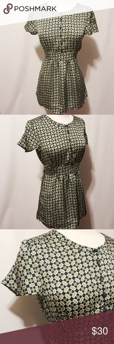 """✨ Banana Republic Navy Green Print Blouse Pretty! Navy, green and white geometric print blouse. Round neckline, button bodice, band at waistline with self tie, shaped cap sleeves. 100% poly machine washable 36"""" bust 28"""" overall length Banana Republic Tops Blouses"""