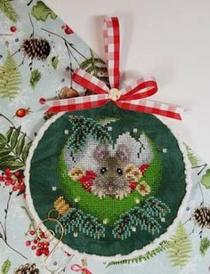 Blackberry Lane Designs At Home For Christmas - Cross Stitch Pattern. Model stitched over 2 threads on 32 Ct. Woodland linen by Picture This Plus with DMC floss Christmas Sewing, Christmas Cross, Christmas Projects, Christmas Home, Cross Stitch Kits, Cross Stitch Designs, Cross Stitch Patterns, Cross Designs, Cross Stitching