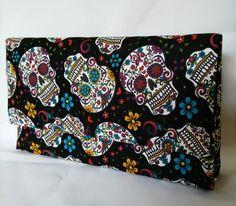 Clutch modelo envelope 30cmx15cm em cartonagem, produção artesanal e tecido importado!