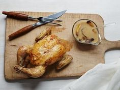 Engagement Roast Chicken recipe from Ina Garten via Food Network This is the best roasted chicken ever! Roast Chicken Recipes, Roasted Chicken, Garlic Chicken, Ina Garten Roast Chicken, Chefs, Food Network Recipes, Cooking Recipes, Ree Drummond, Carne