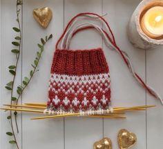Knitting Socks, Knitted Hats, Knit Socks, Sweater Hoodie, Mittens, Straw Bag, Knit Crochet, Diy Crafts, Sweet