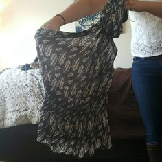 Grey one shoulder tank Super cute tube one shoulder top. Grey with feather print. Would look very cute with jeans. Romeo & Juliet Couture Tops Blouses