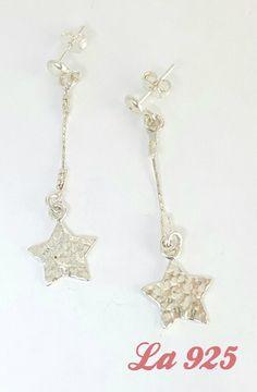 $180.00  Hermosos aretes con estrellas Estrellas martilladas Plata ley 925 5 cm de largo Pieza única
