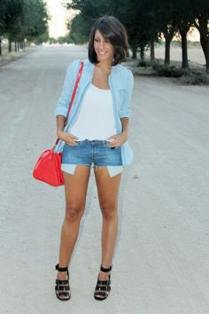 DIY LEVI'S SHORTS 20-8-2014 #kissmylook Pantalones cortos / Shorts: LEVI'S Camisa vaquera / Denim shirt: STRADIVARIUS (old) Camiseta blanca / White T-Shirt: BERSHKA Sandalias / Heels: ZARA