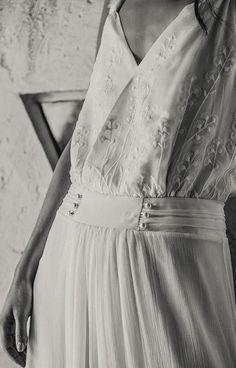 Exclusive UK stockist to Laure de Sagazan, a Parisian bridal designer who creates the most stunning bohemian inspired wedding dresses. Foto Wedding, Chic Wedding, Wedding Styles, Wedding Details, Bohemian Gown, Bohemian Wedding Dresses, Laura Lee, Bridal Tips, W Dresses