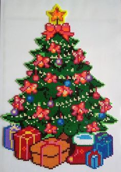 Fantastic Snap Shots christmas perler Style 'Ienc in which holiday yet again! This particular The holiday season, all of us plan to be not only your ticketing pa Fantastic Snap Shots christ Melty Bead Patterns, Pearler Bead Patterns, Perler Patterns, Perler Bead Designs, Beading Patterns, Noel Christmas, Christmas Crafts, Christmas Decorations, Pixel Art Noel