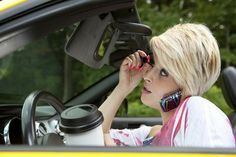 140530-askpatty-state-farm-distracted_driving_makeup-thinkstock-123466007 #MakeUp #Cars #Safety