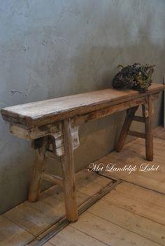 Prachtig bankje van oud hout. afm: 133×18.5×53.5 cm (lxbxh)