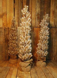 Arbol de Navidad Nevado  Disponible en Lomas, Polanco, Pedregal  #regalos #detalles #viveduartee #decoracion #interiorismo #ideas #ideaspararegalar #cajas #disenoenmexico #disenomexicano #cajasdecarton