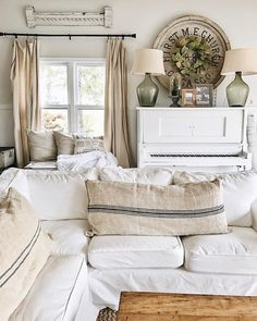 Farmhouse Style is always a warm and welcoming way to decorate a home. This article shares easy steps to give any house farmhouse style. Decor, Chic Home Decor, Rustic Furniture, Farm House Living Room, Interior Design, Home Decor, Room, Shabby Chic Homes, Living Room Furniture
