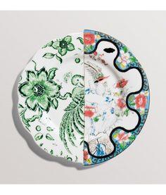 CTRLZAK disegna questo Piatto Frutta Zoe della collezione Hybrid. Il mix estetico tra oriente e occidente passato e presente rende questa collezione unica nel suo genere, ottima per dare un tocco artistico alla vostra tavola.
