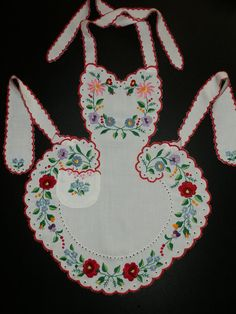 This unique apron was handmade by embroidery with folk motives of Kalocsa . Basic Embroidery Stitches, Hungarian Embroidery, Hand Embroidery, Clothing Patterns, Sewing Patterns, Aprons Vintage, Folk Fashion, Lace Making, Washing Clothes