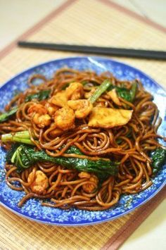 """KL-style Hokkien Mee is all about thick noodles smothered in caramelised soy sauce with a distinct """"wok hei"""". Fry some up at home with this easy-to-follow recipe"""