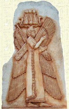 Cyrus II fut accueilli comme un libérateur. Il fut acclamé aussi bien par les Juifs captifs, auxquels il permit (Édit de 537) de regagner la Palestine, que par les Babyloniens. Enfin, Cyrus II poursuivit sa marche vers l'Est et domina tout le pays entre la mer Caspienne et l'Inde.
