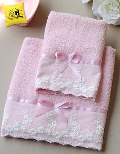 Diy Crafts - DIY & crafts projects, contents and more - Diy Crafts Coppia Di Asciugamani In Colore Naturale 305118943505757009 P Diy Craft Projects, Sewing Projects, Diy Crafts, Sewing Tutorials, Sewing Crafts, Bathroom Towel Decor, Pink Towels, Towel Crafts, Embroidered Towels