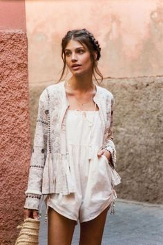 Bohemian Styles Inspirations To Try As Soon As Possible 01 Fashion Casual, Look Fashion, Fashion Outfits, Womens Fashion, Fashion Trends, Hippie Stil, Estilo Hippie, Style Hippie Chic, Bohemian Style