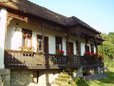Székelyszentlélek Old Country Houses, Old Houses, Rural House, Vernacular Architecture, Balcony Railing, Traditional House, Cabana, My Dream Home, Cement
