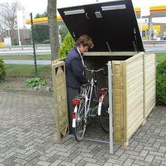 Fietsen makkelijk naar binnen en buiten te rijden in de fietsberging Solida 150 Motorbike Storage, Bicycle Storage Shed, Outdoor Bike Storage, Bike Shed, Shed Blueprints, Bike Holder, Outdoor Projects, Outdoor Decor, Bike Store
