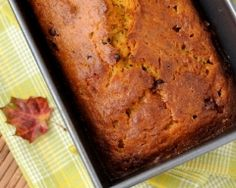 This page contains pumpkin bread recipes. If you like zucchini bread, try making delicious, fragrant, spiced pumpkin bread. Get creative with your additional ingredients and jazz it up. Pumpkin Loaf, Pumpkin Chocolate Chip Bread, Spiced Pumpkin, Vegan Pumpkin, Chocolate Chips, Pumpkin Cookies, Baked Pumpkin, Healthy Chocolate, Pumpkin Puree