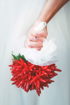 chili peppers bouquet // photo: paola colleoni