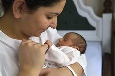 ¿Qué es elposparto? Según laUNICEF, 'el período post-parto es la etapa de transición en que la madre y su hijo/a pasan de esta estrecha relación que hay durante el embarazo hacia un período de mayor autonomía para ambos'. El tiempo de duración del posparto varía ya que puede durar algunas semanas, meses y hasta más de un año si la mamá continúa lactando a su bebé. El posparto es uno de los periodos más complicados que he vivido como mamá. Esos primeros día...