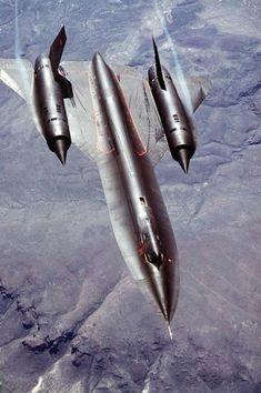 """Lockheed SR-71 Blackbird: Pravo nadzemne pogled na SR-71A strateška izviđanja zrakoplova zrak-zrak. SR-71 neslužbeno je poznat kao """"Blackbird""""."""