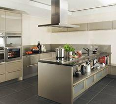 Cocina moderna en color gris con isla