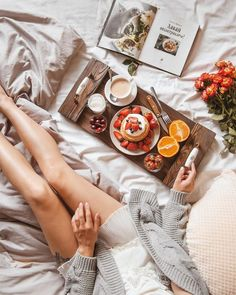 Flat Lay Photography, Photography Poses Women, Photography Photos, Creative Photography, Lifestyle Photography, Aesthetic Food, Aesthetic Photo, Photo Grid, Breakfast In Bed