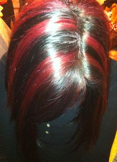 Chunky red highlights what I do like! Black Hair With Red Highlights, Color Wow, Hot Hair Styles, Hair Tattoos, Hair Affair, Brunette Hair, About Hair, Hair Today, Hair Dos