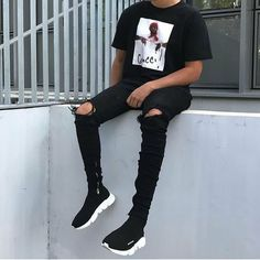 grunge boy ** Streetwear daily - - - Click this picture to check out our clothing label ** Urban Street Style, Gucci Tee, Urban Fashion, Mens Fashion, Dark Fashion, Ripped Jeans Men, Style Japonais, Dope Outfits, Fashion Week