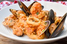 Treat yourself to the best Italian Risotto 'alla Pescatora' (Fisherman-style risotto with seafood) – a classic recipe, made with mussels, clams, prawns, white wine and a fish stock that is full of flavour. It is a seafood lover's dream! Quiche Recipes, Egg Recipes, Pork Recipes, Recipes Using Breakfast Sausage, Recipe For 1, Seafood Pasta Recipes, Cream Cheese Recipes, Chicken Thigh Recipes, Delicious Dinner Recipes