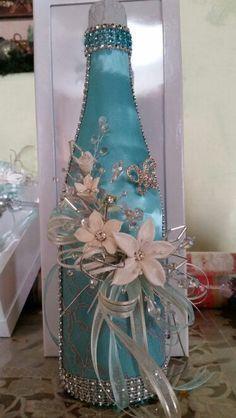 XV años..botella brindiss Más #decoratedwinebottles