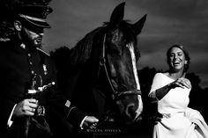 """Hoy me han alegrado el día, me han dicho que me ven """"prolífico en bodas"""", copiado del diccionario: """"Dicho de un escritor, de un artista, creador de muchas obras que se reproduce o es capaz de reproducirse en abundancia"""" ¡Gracias Olga! En agradecimiento: una foto de la última boda para los amantes de los caballos.  www.miguelonieva.com #fotografo #boda #caballo #hipica #novia #novio #militar #byn #photographer #wedding #horse #stable #bride #groom #army #bw"""