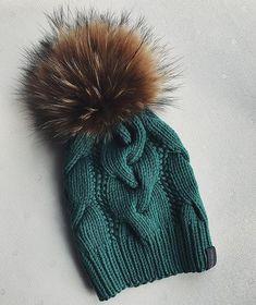 Этот супер заказ едет в Калифорниюдля заказа whatsapp/direct детская шапка с помпоном из натур.меха 3.000₽, взрослая 3.500₽, заказы на карди пока не принимаю