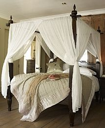 4 Poster with bed curtains instead of drapes? yes please!