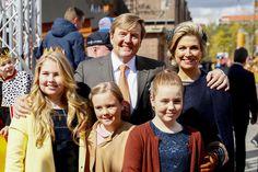 Koningin Máxima schittert in Taminiau, Amalia draagt Zara   Koningsdag 2017   AD.nl