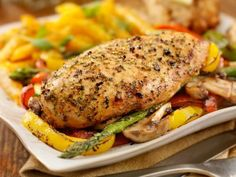One-Pot Roasted Chicken and Veggies calories, 24 g protein, 6 g fat, 29 g carbs) Cooking Recipes, Healthy Recipes, Healthy Dishes, Easy Recipes, Good Food, Yummy Food, Pinterest Recipes, Pinterest Food, Chicken And Vegetables