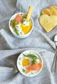 Creamy Baked Eggs with Smoked Salmon. Whether you fancy an elegant breakfast or a festive starter, these easy creamy baked eggs with smoked salmon will never disappoint you! Eggs Creamy Baked Eggs with Smoked Salmon Breakfast Egg Casserole, Breakfast Recipes, Breakfast Ideas, Egg Recipes, Healthy Recipes, Salmon Recipes, Baked Eggs, Food Inspiration, The Best