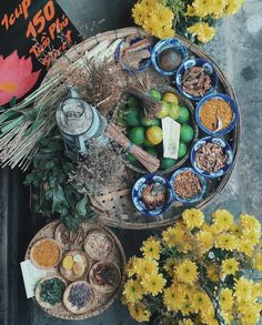 Chinese Theme, Viet Food, Coffee Shop Design, Asian Design, Food Concept, Moon Cake, Vietnamese Recipes, Tea Cakes, Food Plating