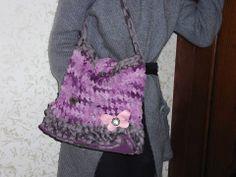 borsa Annet realizzata con fettuccia e lana con base in plastica