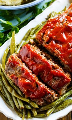 Classic Meatloaf - Spicy Southern Kitchen Meatloaf Recipe With Panko, Southern Meatloaf Recipe, Classic Meatloaf Recipe, Meatloaf Recipes, Southern Recipes, Amish Recipes, Southern Food, Easy Meatloaf, Dutch Recipes