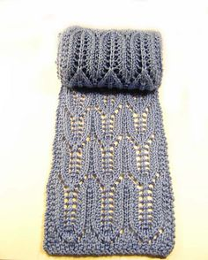 Free Pattern: Eagle Feathers Scarf