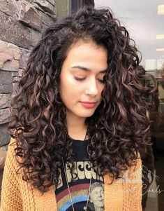 Wavy-Curly Hair Eye Catching Curly Hairstyle Ideas for 2020 Square Face Hairstyles, Curly Bob Hairstyles, Hairstyles With Bangs, Hairstyle Ideas, Updo Curly, Wedding Hairstyles, Little Girl Hairstyles, Hairstyles For School, Formal Hairstyles