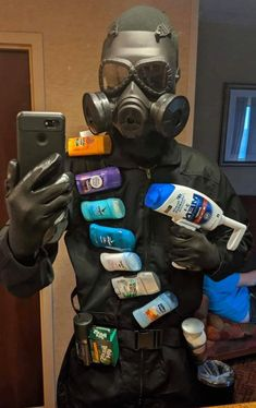 CoronaVirus Memes are lightening the mood as people grapple with the realities of the coronavirus pandemic. Here are most funny Coronavirus Memes To Reduce Your Tension and make you feel relaxed in this difficult situation created by coronavirus. Really Funny Memes, Stupid Funny Memes, Funny Relatable Memes, Haha Funny, Hilarious, Rainbow Six Siege Art, Meme Template, Mood Pics, Funny Photos