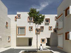 Galeria de A resposta do 5468796 Architecture à crítica do The Guardian ao projeto Centre Village - 1