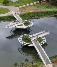 Пешеходный мост в Сан-Паулу