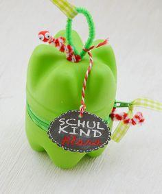 Passend zu meinen Ideen für eine Einschulungsparty habe ich hier noch eine süße Bastelidee für Schulkinder. Eine Schulbox in Apfelform...